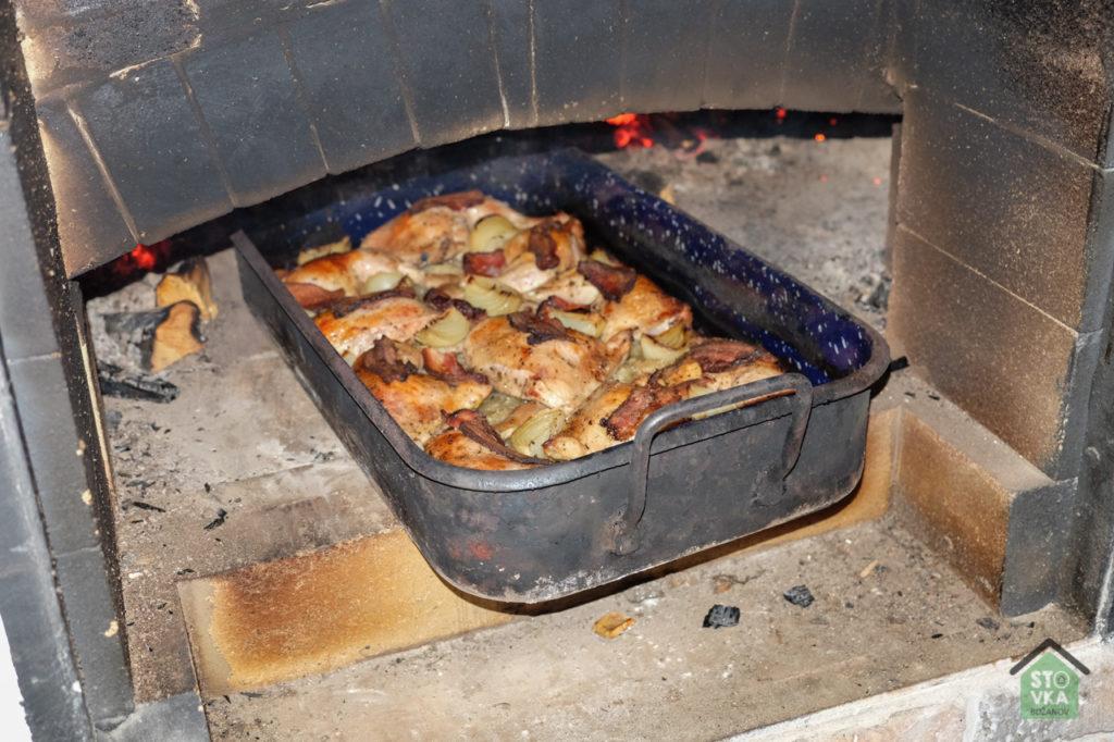 Pec na dřevo - pečená kuřata