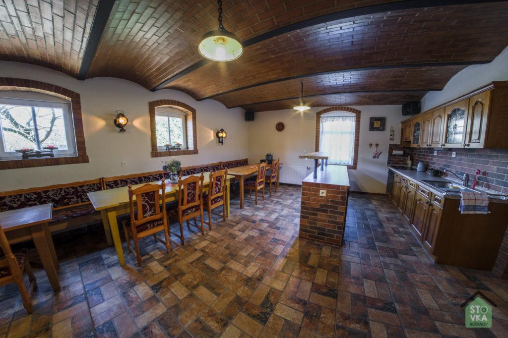 Kuchyňka s barem